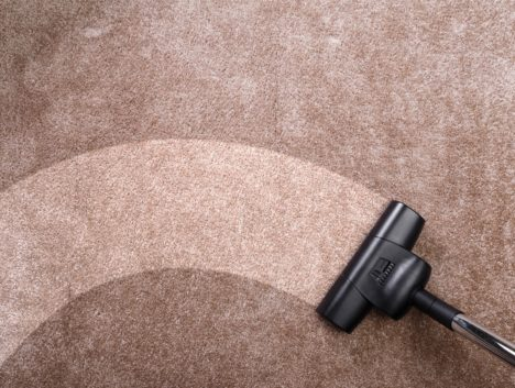 Patterned cleaning with a vacuum cleaner